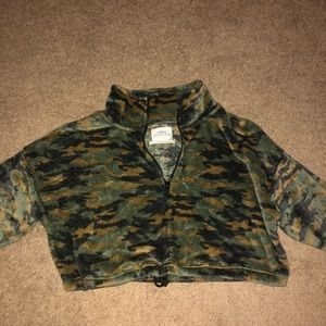 Fleece Camo cropped zip up